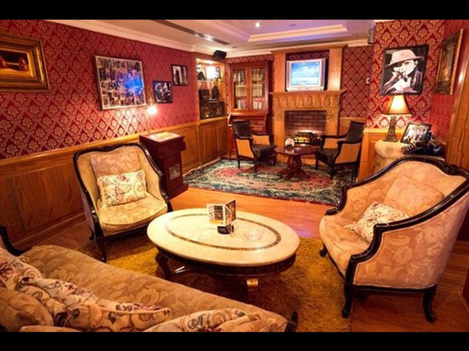 餐厅夏洛克·福尔摩斯英语酒吧 阿拉伯庭院水疗酒店 酒店和水療中心 迪拜酋长国